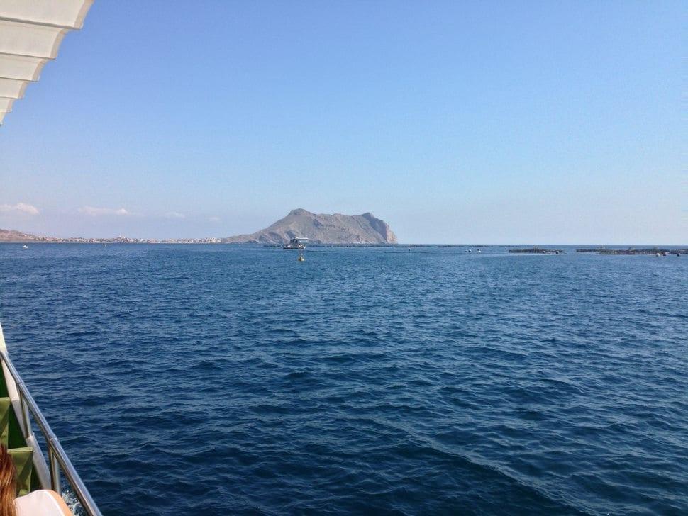 Imagen desde una embarcación de acuicultura