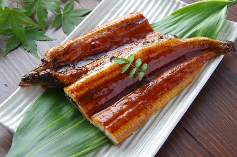 Anguila con salsa