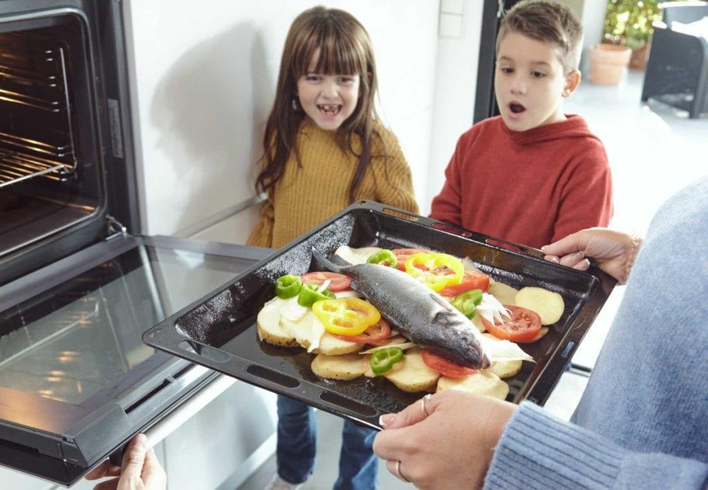 familia cocinando acuicultura de españa