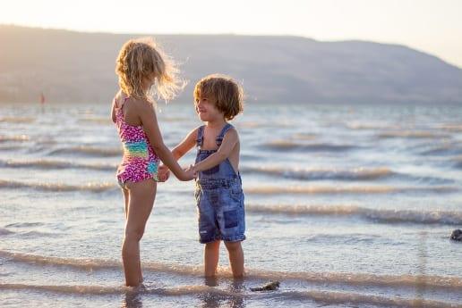 niños disfrutando del medio ambiente acuicultura de españa